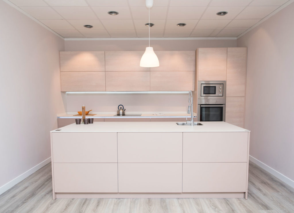 Muebles para la cocina sin tiradores arcomobel for Muebles de cocina sin tiradores