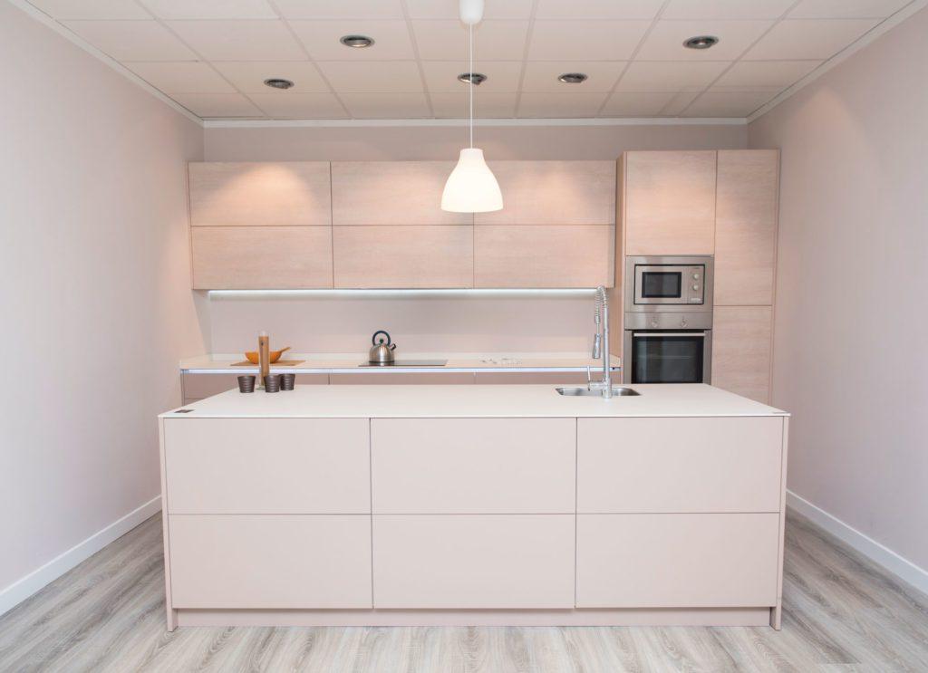 Muebles para la cocina sin tiradores arcomobel - Tiradores armarios cocina ...